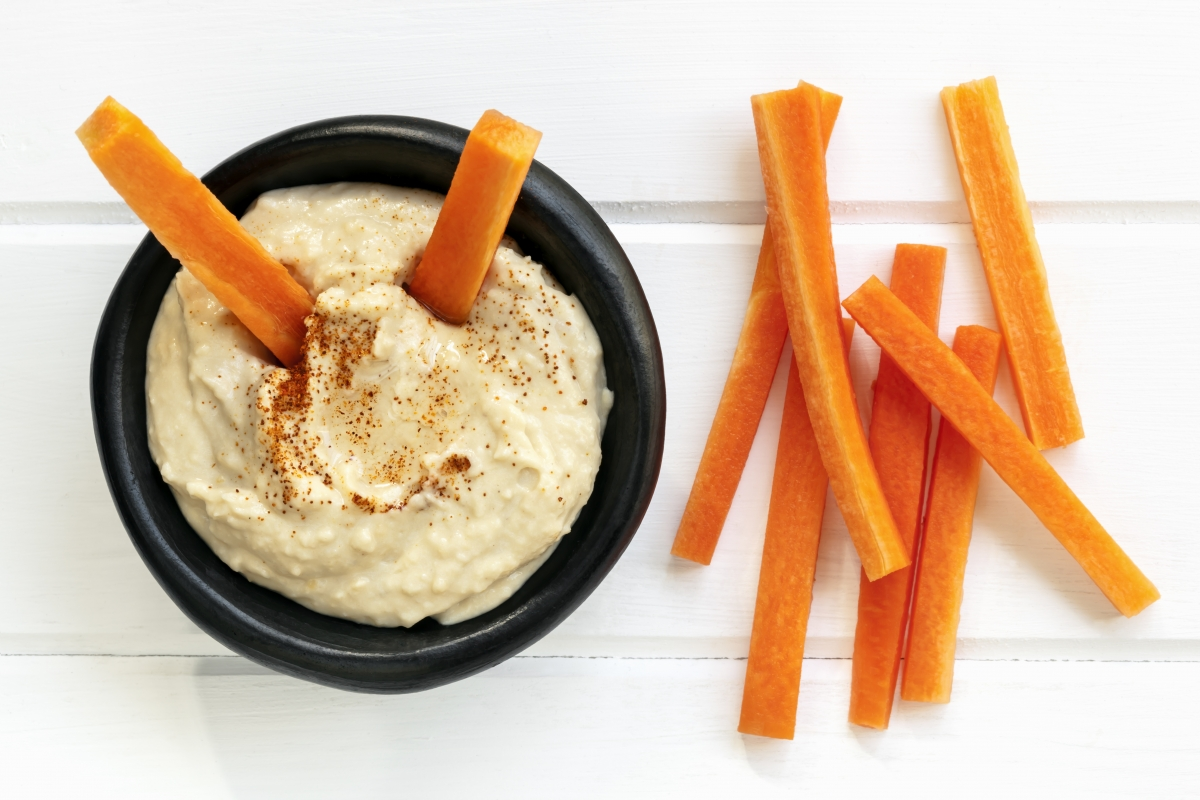 healthy snacks for traveling hummus