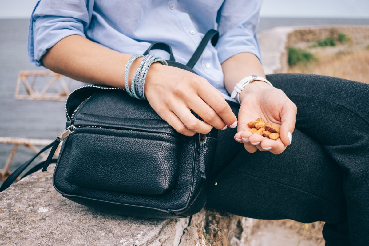 healthy snacks for traveling almonds