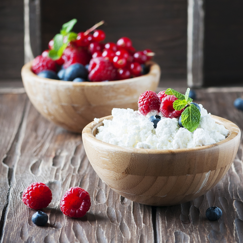 healthy bedtime snacks cottage cheese and berries