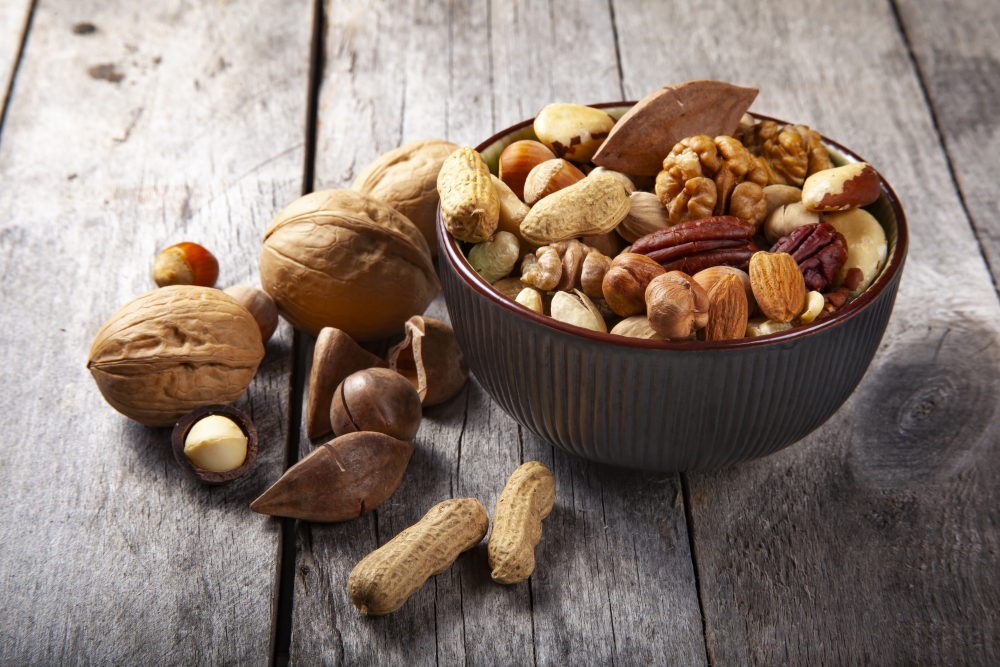 healthy bedtime snacks mixed nuts